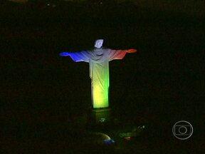 Divulgado o símbolo da 28ª Jornada Mundial da Juventude - A Jornada Mundial da Juventude é o maior evento organizado pela Igreja Católica, onde jovens do mundo inteiro tem um encontro marcado com o Papa. Em 2013, o Papa Bento XVI vem pela primeira vez ao Rio.