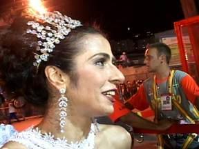 Marisa Monte diz que desfile da Portela correspondeu as suas expectativas - A cantora considera o enredo maravilhoso, pois promove o encontro e a mistura de culturas. Marisa Monte disse que o desfile foi lindo.