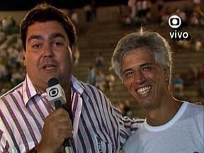 Revirando o Baú, encontramos o Faustão no carnaval de 1989 - Ele entrevistou a galera que ia curtir os desfiles das escolas de samba
