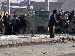 Seis pessoas morrem no segundo dia de protestos contra queima do alcorão no Afeganistão - O pedido de desculpas do governo americano não evitou os protestos por todo o país. Os exemplares queimados estavam em lixeiras da base americana de Bagram, a maior do país.