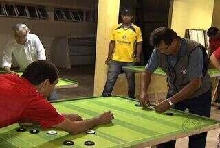 Botafogo e Vasco no futebol de mesa tem até narrador e comentarista - Conheça uma galera apaixonada pelo futebol de mesa. Teve até narração e comentários de um clássico carioca.