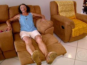 Faxineira junta dinheiro e compra apartamento de frente para o mar - A aposentada Rita Graczyk costumava fazer 14 faxinas por semana. Ela conseguiu comprar um apartamento a duas quadras de uma das praias mais badaladas de Santa Catarina com dinheiro que economizou e a venda de três terrenos.