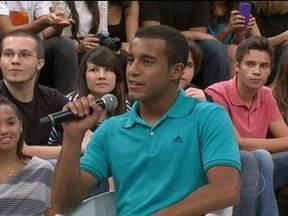 Lucas comenta que família o ajuda a manter a cabeça no lugar - Jogador também fala como se transferiu do Corinthians para o São Paulo ainda nas categorias de base