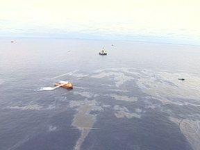 Representantes da Chevron são proibidos de deixar o Brasil - A justiça federal proibiu 17 pessoas ligadas ao vazamento da Chevron de saírem do país. Segundo o MPF, elas serão denunciadas à justiça por crimes ambientais e falsidade ideológica após a descoberta de um novo vazamento de óleo na Bacia de Campos.