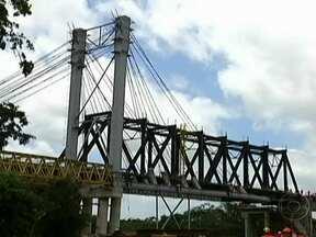 Desabamento de ponte deixa sete funcionários da Vale feridos no Maranhão - Em Vitória do Mearim, a 170 quilômetros de São Luís, pilares de concreto de uma ponte em construção, na estrada de Ferro Carajás, não suportaram o peso da estrutura metálica de 500 toneladas. As operações da empresa na ferrovia estão interrompidas.