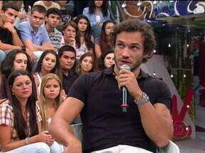 Paulo Rocha fala como foi sua adaptação como ator no Brasil - Ator de Fina Estampa revela que o mais difícil foi a construção das frases