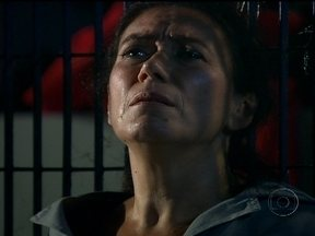 Cap 23/03 - Cena: Griselda se recusa a implorar por sua vida - Tereza Cristina deixa claro que quer vê-la morrer com muita dor e desespero. Indagada sobre o porquê de tanto ódio, a socialite afirma que o ódio se transformou em vício