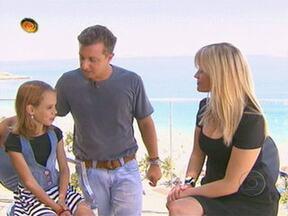 Shakira quer saber o que a atriz fazia aos 11 anos - Reese Witherspoon conta que jogava futebol e estudava para ser atriz