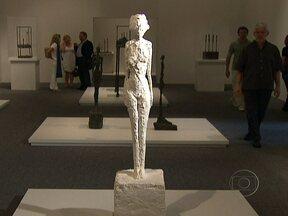 Obras de Alberto Giacometti são expostas na Pinacoteca de São Paulo - Suíço radicado na frança, Giacometti foi influenciado pela arte africana, pelo cubismo e pelo surrealismo e criou uma marca registrada: figuras esguias, ora do tamanho de um alfinete, ora da altura de gigantes.