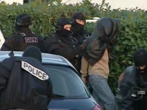 França prende suspeitos de ligação com grupos de muçulmanos extremistas - A polícia francesa prendeu 19 suspeitos de envolvimento com grupos de muçulmanos extremistas. A operação de prevenção contra atentados ocorre depois do trauma com os ataques de Mohamed Merah.