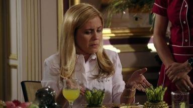 Cap 05/04 - Cena: Carminha reclama da comida de Janaína - Enquanto isso, Nina combina com Ivana de preparar um jantar para tentar a vaga de cozinheira na casa de Tufão