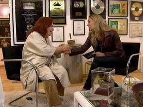 Beth Carvalho passeia por seus 40 anos de carreira no Segue a Trilha - Jaqueline Silva entrevistou a cantora, no Rio de Janeiro