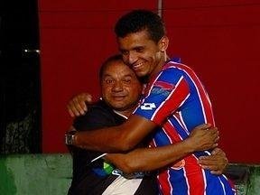 Roberto Dinamite é inspiração para nome de jogador do Fast-AM - Pelo rádio, Ocival Prado, torcedor do Vasco, tornou-se fã do ex-camisa 10 e pediu a esposa para batizar filho com o nome do jogador.