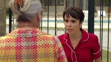 Nina se assusta com a presença de Lucinda - A mãe adotiva exige uma explicação da menina