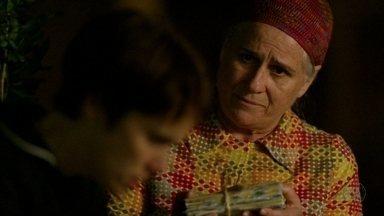 Lucinda mostra as cartas de Batata para Nina - Arrependida por ter escondido as correspondências, ela conta que Jorginho escreveu cartas para Rita por todos esses anos