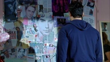 Cheias de Charme - Capítulo de segunda-feira, dia 23/04/2012, na íntegra - Inácio descobre o santuário de Fabian no quarto de Rosário