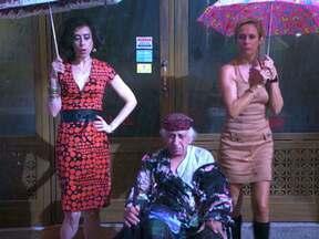 Tapas & Beijos – Episódio do dia 24/04/2012, na íntegra - Fátima e Sueli querem passar uma semana romântica com os maridos, mas acabam tendo que cuidar de Seu Chalita, que quebra a perna depois de uma estripulia