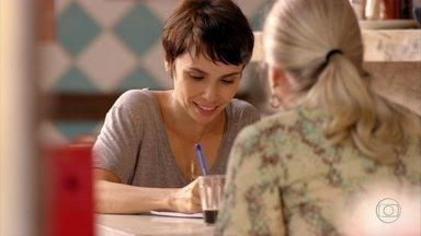 Nina resolve escrever outro bilhete para Tufão - Lucinda consegue forjar um álibi para Nina, mas se recusa a ajudá-la a enviar o bilhete para Tufão. Nina procura uma firma de entregas