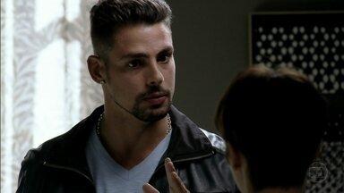Jorginho pressiona Nina - Ela mente para o jogador e os dois discutem. Nina afirma que ama Jorginho e eles se beijam