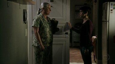 Nina aconselha Lucinda a voltar para o lixão - A cozinheira avisa que vai continuar sua vingança e acredita que Jorginho vai procurar Lucinda no lixão