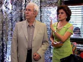"""A Grande Família – Episódio """"Os fantasmas"""", na íntegra - Dr. Romero volta a causar confusão no relacionamento de Lineu e Nenê. Enquanto isso, Agostinho tenta se comunicar com o espírito de seu pai através da suposta mediunidade do Pajé Murici."""
