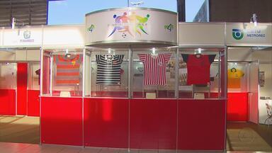 Exposição destaca história do futebol pernambucano - Mostra ocorre na estação do metrô do Recife