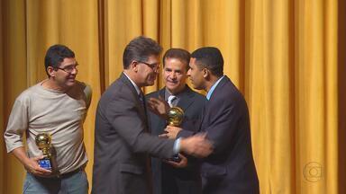 Federação Pernambucana de Futebol completa 50 anos - Técnicos, dirigentes e ex-jogadores são homenageados
