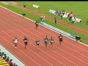 Diego Cavalcanti chega em primeiro nos 200m, no GP de Atletismo de Uberlândia - Aldemir Gomes e Sandro Viana completam o pódio brasileiro.