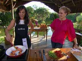 Adriana Birolli cozinha para Angélica - A atriz conta que tem um ritual para cozinhar em casa