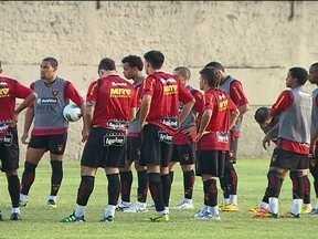 Jogadores do Sport esperam Vágner Mancini para definir time para estreia no Brasileirão - Gustavo Bueno vem treinando o time enquanto o novo treinador não chega. Primeiro jogo será contra o Flamengo em casa.