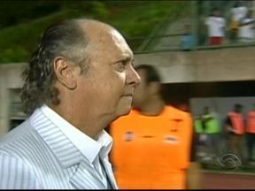Duelo de treinadores também deve incendiar partida entre Grêmio e Bahia - Vanderlei Luxemburgo e Paulo Roberto Falcão têm destaque no comando das equipes.