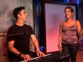 Vídeo Show em Cena: Samantha Schmütz está em cartaz com a peça 'Curtas' - Atriz do Zorra Total mostrou sua rotina em dia de espetáculo