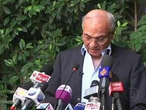 Resultados indicam que eleições no Egito devem ir para o segundo turno - A histórica eleição presidencial no Egito deve ir para o segundo turno, por mais que a irmandade muçulmana tenha afirmado que seu candidato está na frente. A expectativa é de que o vencedor muçulmano teve 25% contra 23% do ex-primeiro ministro.