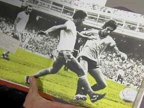 Fagner já jogou com várias personalidades, entre eles Garrincha - Cantor foi marcador e não deixou o ídolo botafoguense marcar na despedida do jogador.