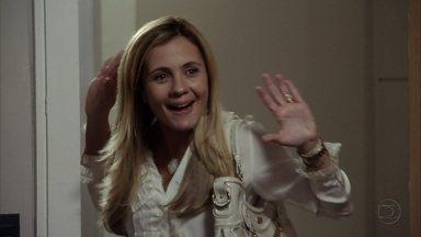 Carminha procura Jorginho - O jogador reage quando a mãe conta que Rita foi embora