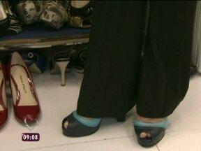Sapatos no congelador? Confira a dica para alargar seu calçado - Blogueira ensina um passo a passo eficaz para evitar machucados