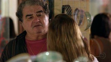 Avenida Brasil - capítulo de quinta feira, dia 31/05/2012, na íntegra - Diógenes exige que Dolores fique longe de Roni