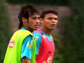 Seleção brasileira de futebol treina para enfrentar o México - A torcida compareceu ao treino. O grupo que marcou sete gols nos últimos dois jogos tem uma base jovem e desconhecida do grande público.
