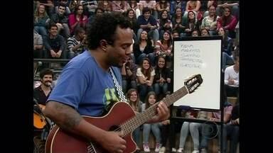 Marcelo Marrom faz uma música sobre Bruno, do Sorriso Maroto - Comediante usa palavras sugeridas pelas pessoas da plateia