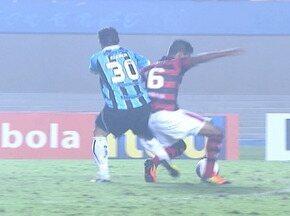 Kleber também cometeu falta contra o Atlético-GO - Grêmio enfrentou o Atlético-GO pela terceira rodada do Brasileirão.
