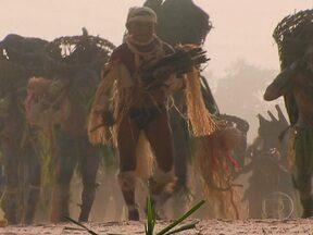 Índios Enawenê-nawê querem manter tradições independentes da Funai - Durante anos, os Enawenê-nawê viveram isolados sem contato com o mundo exterior. O primeiro contato com o homem branco foi em 1974, através de um missionário espanhol. Até hoje, eles são um dos grupos mais isolados da Amazônia.