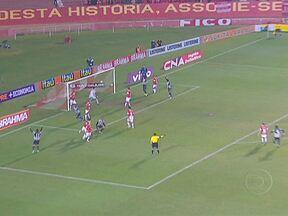 Cruzeiro e Botafogo venceram pela Série A do Brasileirão - No Beira-Rio, o Internacional usou a cabeça para marcar contra o Botafogo. Mas o Botafogo reagiu no 2º tempo e virou o jogo. Em Belo Horizonte, o Cruzeiro venceu o Figueirense em 1 a 0.