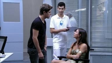 Roni e Suelen se desentendem - O rapaz acompanha a periguete até o hospital, mas ela pede que ele vá embora