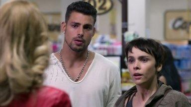 Nina inventa uma desculpa para Ivana - Jorginho se atrapalha ao explicar como encontrou a cozinheira e vai embora. Nina diz que eles estavam discutindo por causa de Carminha