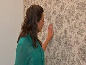 Dani Borba mostra o passo a passo da aplicação de tecido na parede - Dani Borba testou a técnica para provar que você pode fazer sem a ajuda de um profissional.Uma aplicação fácil, mas que exige paciência.Com menos de R$ 100,00 você reveste uma parede e da uma outra cara a decoração da sua casa