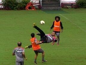 Vasco não terá Juninho, gripado, contra Cruzeiro pelo Brasileiro - Fellipe Bastos pode ser o substituto do camisa 8.