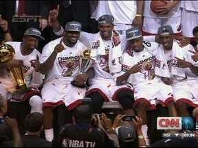 LeBron James comanda Miami na conquista do título da NBA sobre o Oklahoma - Heats venceu a quinta partida dos playoffs sobre o Thunder e fechou a série final por 4 a 1.