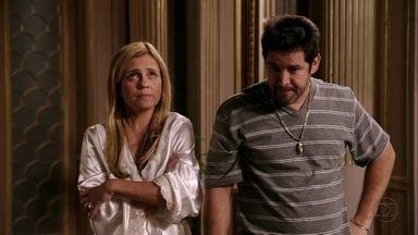 Todos acreditam em Nina - Ela se vangloria por ter salvado Max novamente e o leva até Lúcio. Ela pensa em como tirar o filho de Janaína do flagrante. Tufão continua desconfiado de traição
