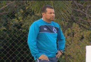 Estilo de Celso Roth tem dado resultado no Cruzeiro - Em apenas seis rodadas, o técnico, com o estilo bem exigente, levou o time celeste até a liderança do Brasileirão.