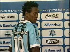 Com nome no BID, Zé Roberto está autorizado a atuar pelo Grêmio - Aos 37 anos, meia está em plena forma para jogar.